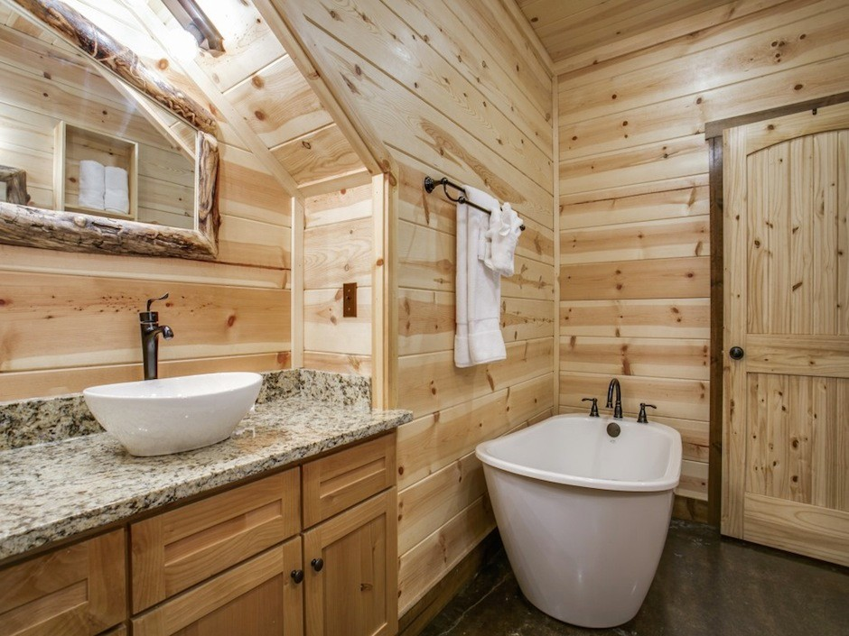 coyote-creek-bathroom1-tub-view