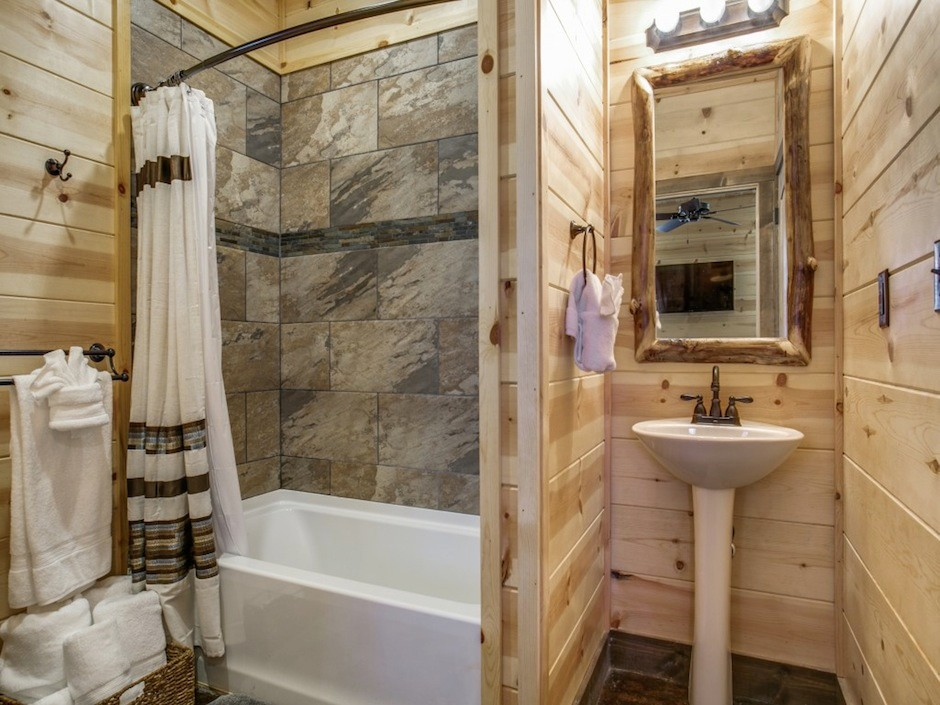 coyote-creek-bathroom2